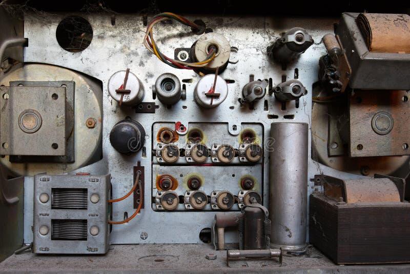 À l'intérieur de d'un vieux poste radio images libres de droits