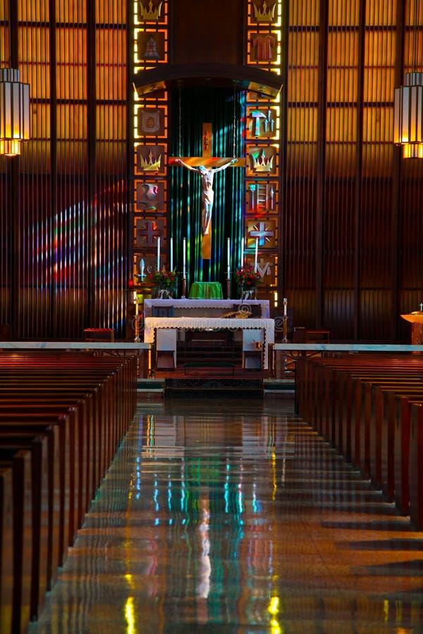 À l'intérieur de de l'église catholique image libre de droits