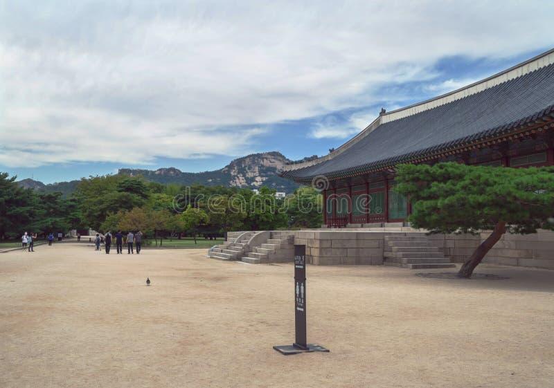 À l'intérieur de des au sol de palais de Gyeongbokgung photos libres de droits
