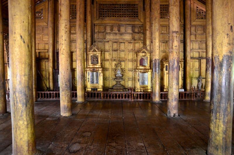 À l'intérieur de du monastère de Shwenandaw image stock
