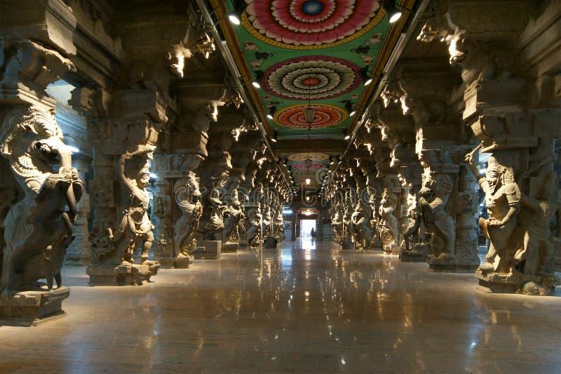 À l'intérieur de du temple indou de Meenakshi à Madurai photo libre de droits