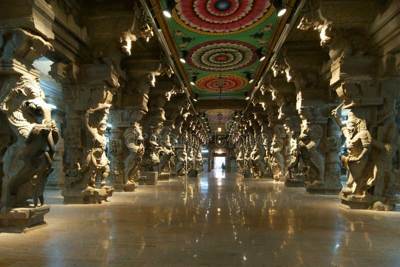 À l'intérieur de du temple indou de Meenakshi à Madurai, l'Inde photo stock
