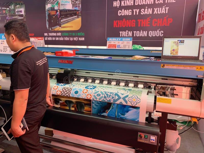 À l'intérieur de l'exposition des imprimantes et des matériaux d'impression - Hanoï, le Vietnam le 21 mars 2018 image stock
