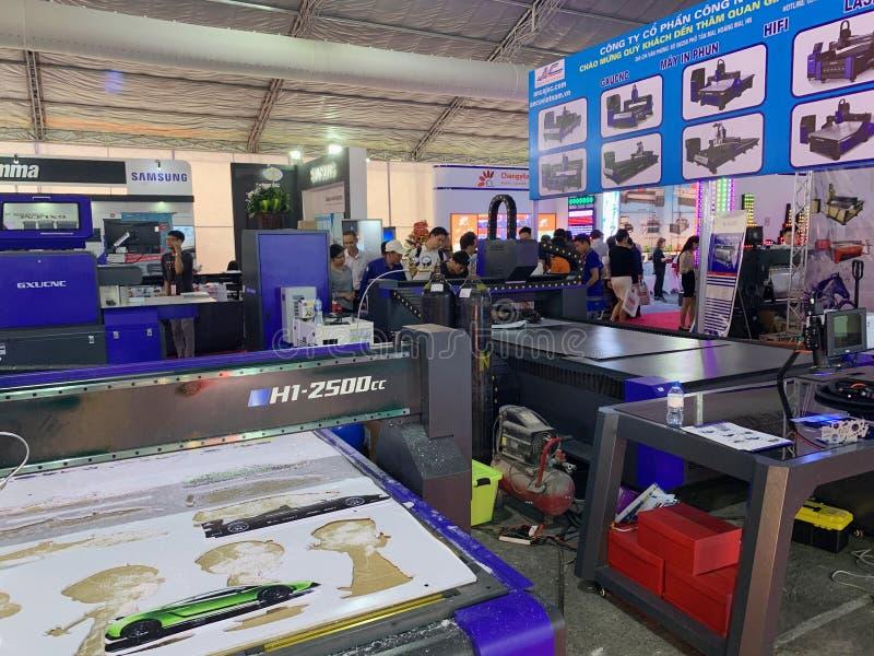 À l'intérieur de l'exposition des imprimantes et des matériaux d'impression - Hanoï, le Vietnam le 21 mars 2018 photos libres de droits