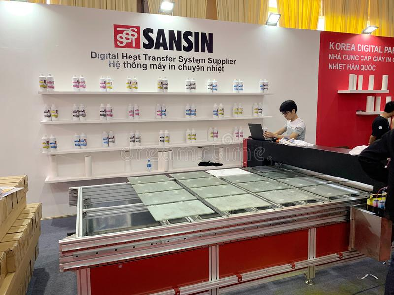 À l'intérieur de l'exposition des imprimantes et des matériaux d'impression - Hanoï, le Vietnam le 21 mars 2018 photo libre de droits