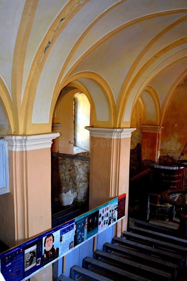 À l'intérieur de l'église évangélique saxonne médiévale enrichie dans Veseud, Zied, Transilvania, Roumanie photos stock
