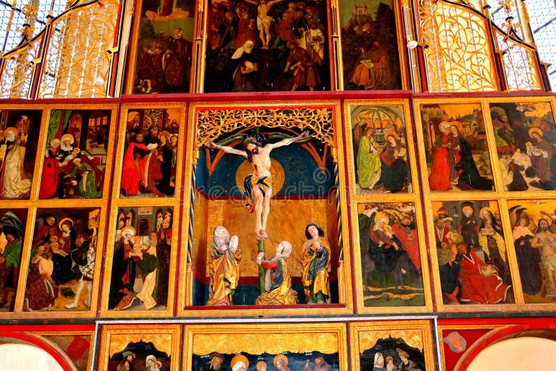 À l'intérieur de l'église saxonne enrichie Biertan, la Transylvanie photos stock