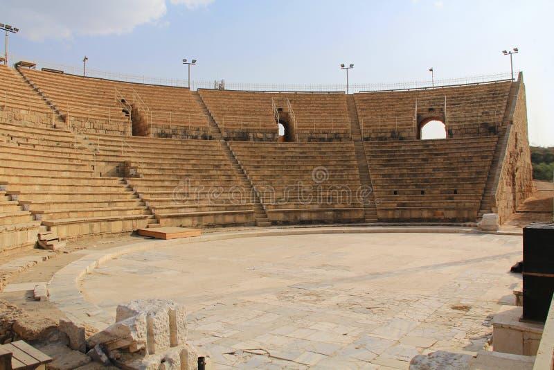 À l'intérieur de l'amphithéâtre en parc national de Césarée Maritima images libres de droits