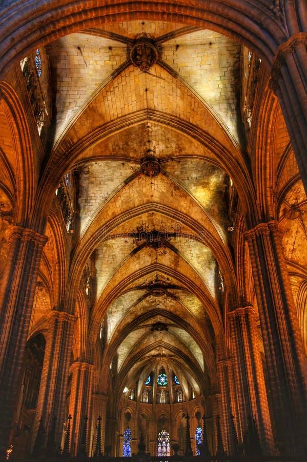 À l'intérieur de la cathédrale de Barcelone images stock