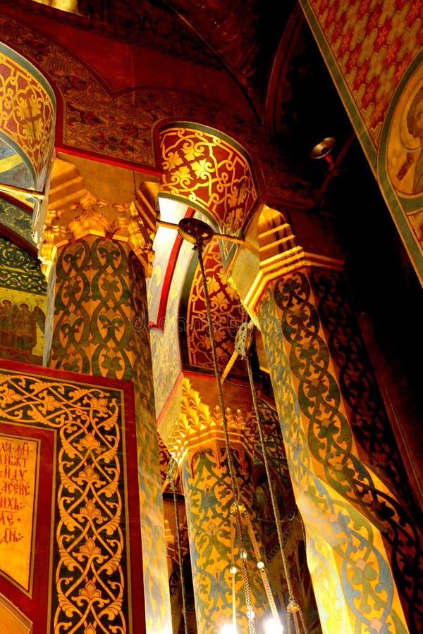 À l'intérieur de la cathédrale du début du 16ème siècle de Curtea de Arges images libres de droits