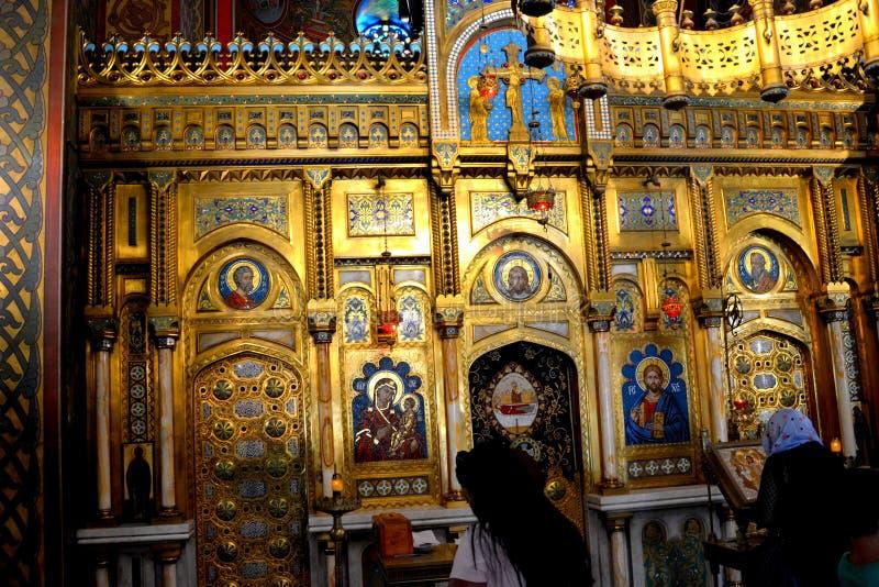 À l'intérieur de la cathédrale du début du 16ème siècle de Curtea de Arges photographie stock