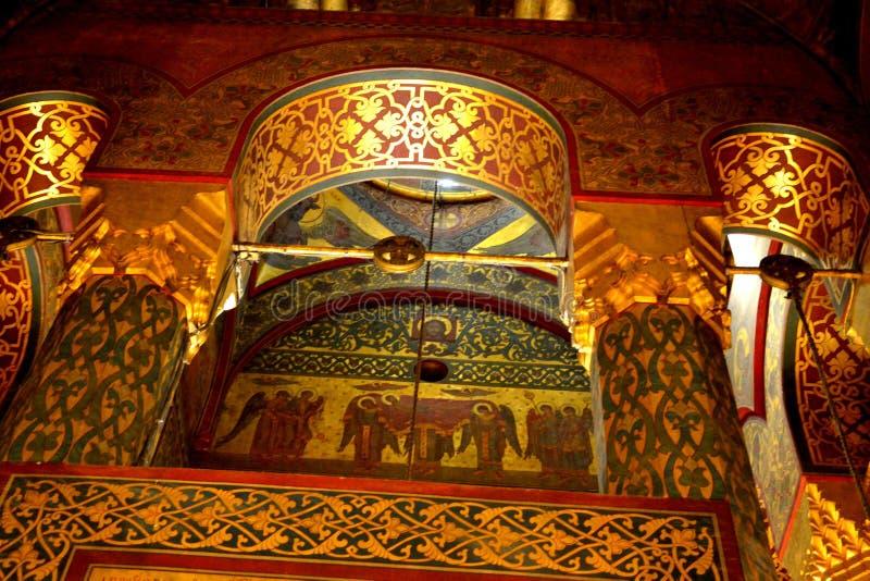 À l'intérieur de la cathédrale du début du 16ème siècle de Curtea de Arges photographie stock libre de droits