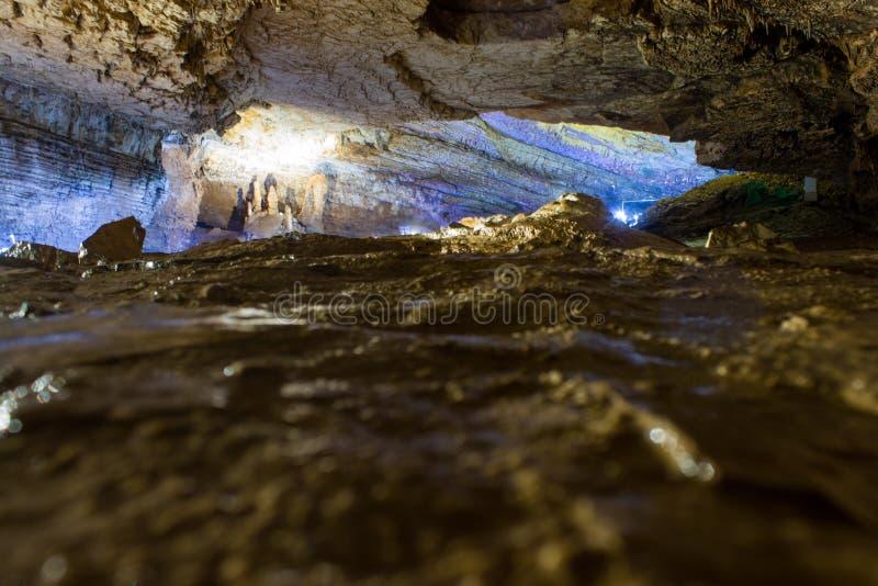 À l'intérieur de la caverne photographie stock libre de droits