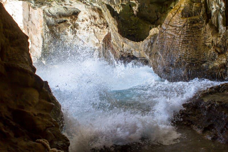 À l'intérieur de la caverne de Neptune sur la Sardaigne, l'Italie image libre de droits