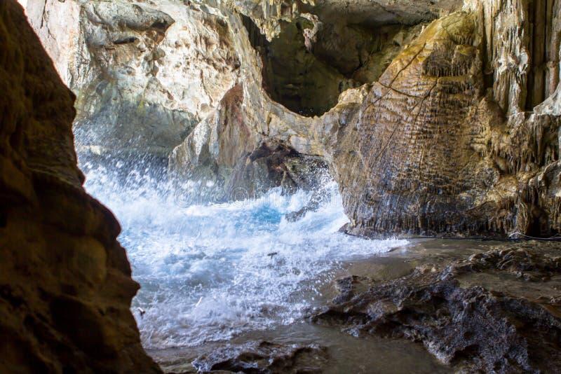 À l'intérieur de la caverne de Neptune sur la Sardaigne, l'Italie images stock