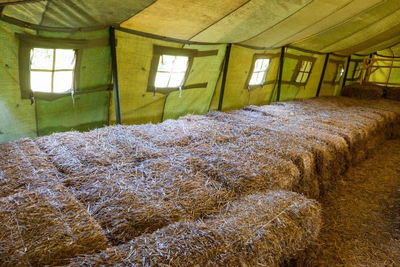 À l'intérieur de la grande tente militaire image libre de droits