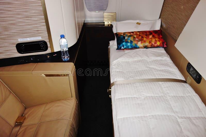 À l'intérieur de la suite de première classe sur le pont supérieur d'un Airbus A380 d'Etihad Airways EY photographie stock