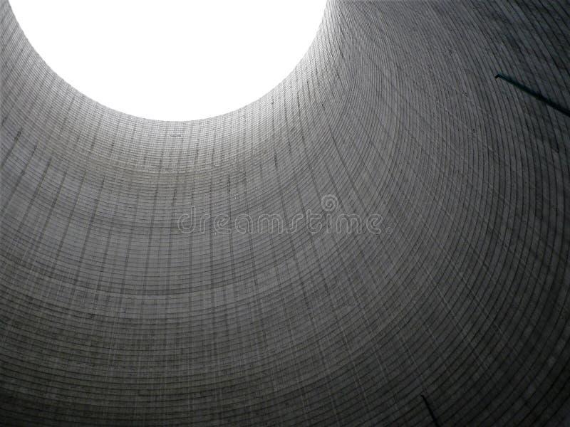 À l'intérieur de la vue de la tour de refroidissement de centrale image stock
