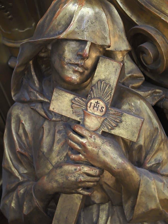 À l'intérieur de Santa Maria della Salute, de la cathédrale de Venise avec des sculptures et des détails photos stock