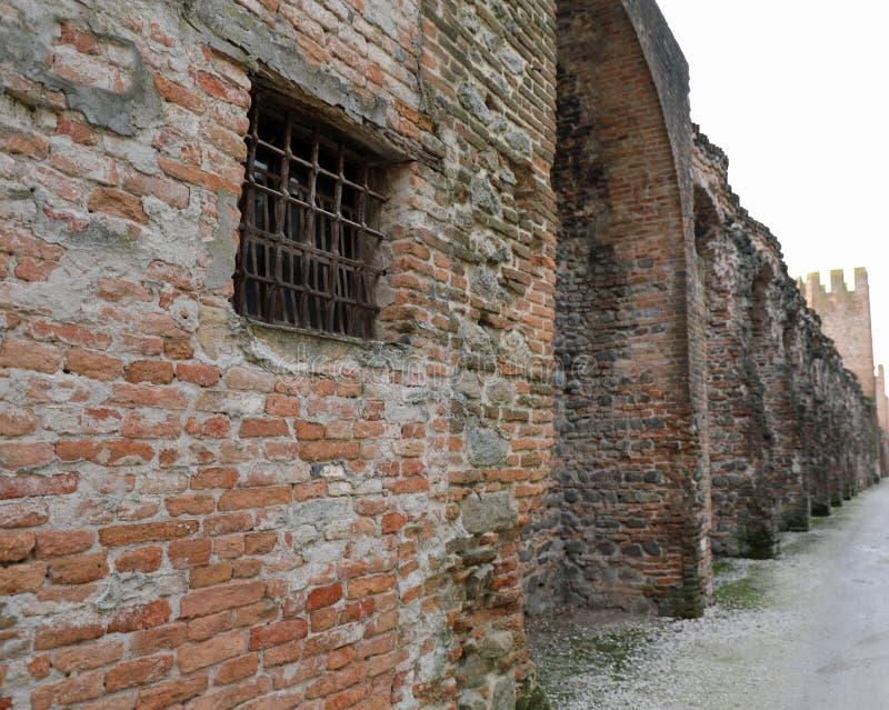 à l'intérieur des murs de la ville médiévale antique de MONTAGNANA dans I images libres de droits