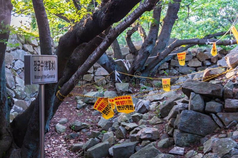 À l'intérieur des ruines détruites de château de forteresse japonaise Seosaengpo à l'intérieur de paysage typique Seosaeng, comté photo stock