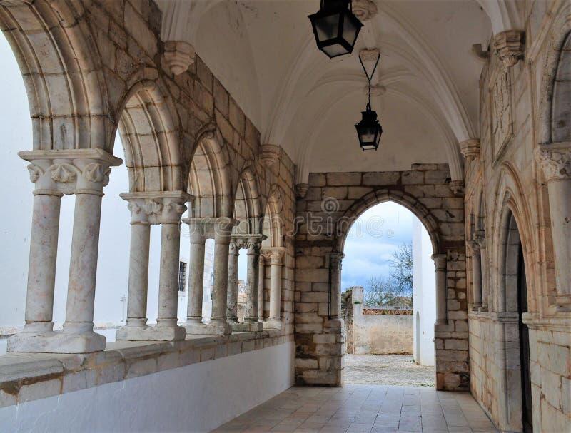 À l'intérieur du cloître de notre seigneur de la chapelle d'innocents image libre de droits