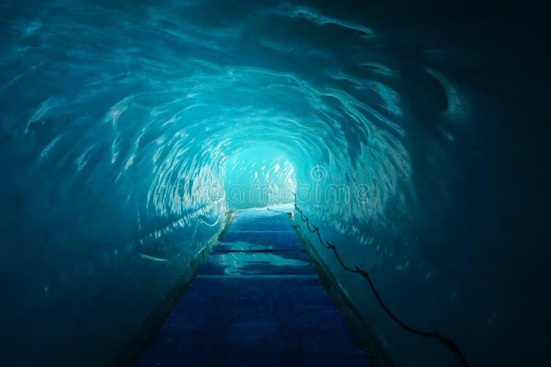 À l'intérieur du glacier de Mer de Glace Chamonix france alpes photographie stock