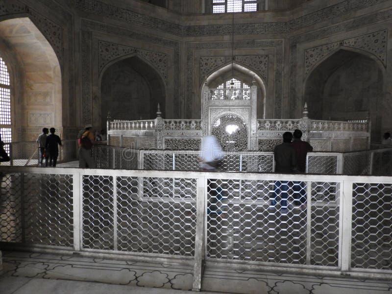 À l'intérieur du mausolée de Taj Mahal à Âgrâ, l'Inde, héritage de l'UNESCO, établi 1632-1653 photo libre de droits