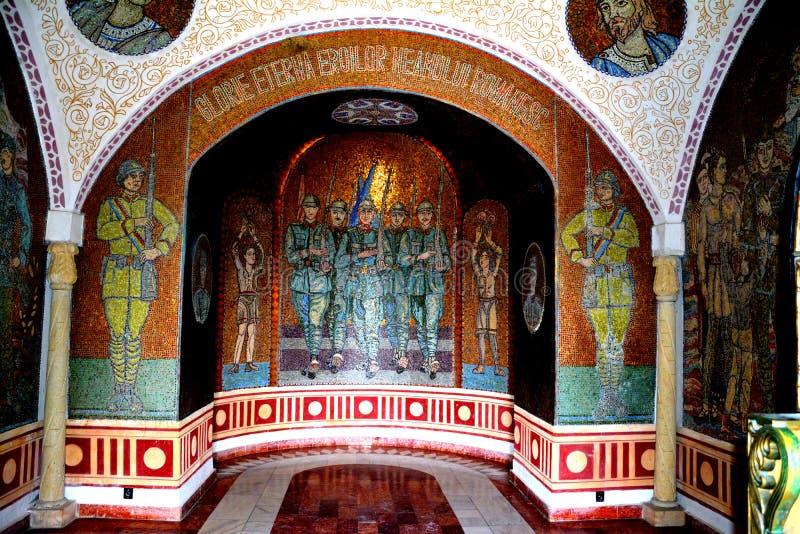 À l'intérieur du mausolée des héros dans Mateias, près de Campulung photographie stock libre de droits