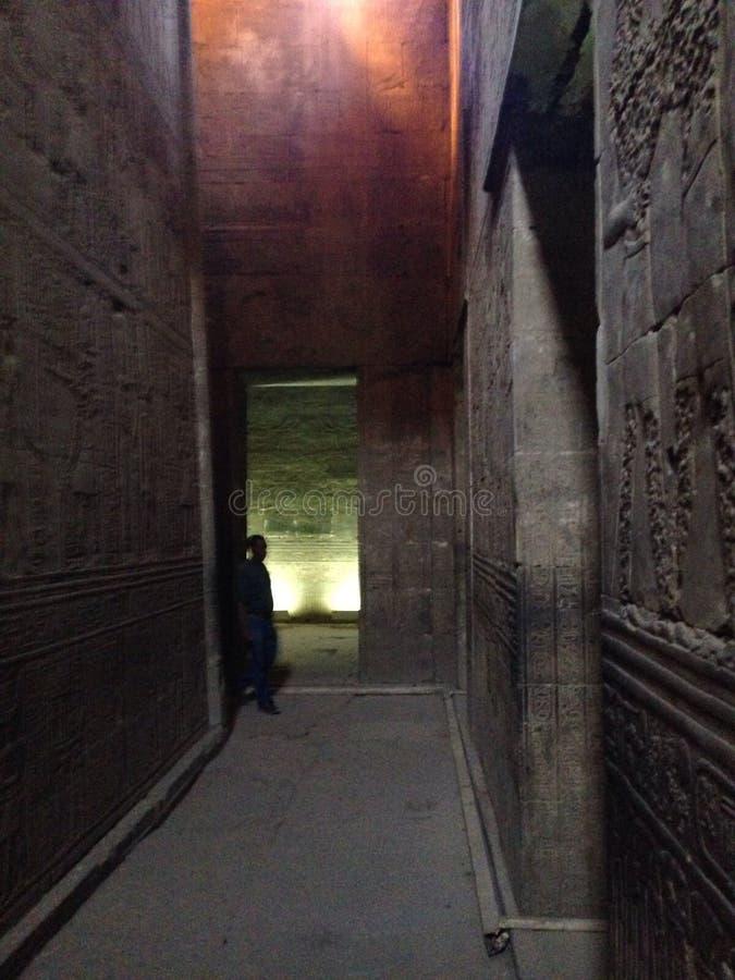 À l'intérieur du temple égyptien photo libre de droits