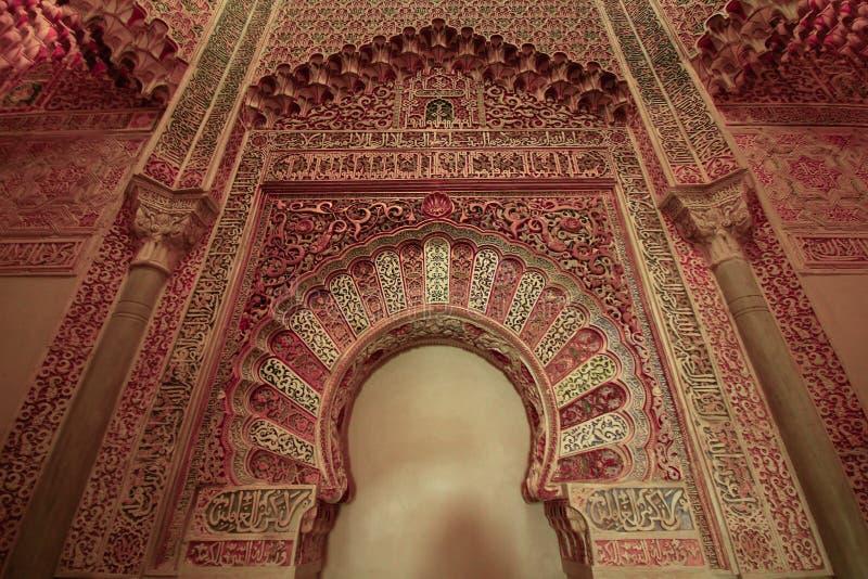 À l'intérieur du vieux palais de Madrasah d'Arabe de Madraza à Grenade, l'Andalousie, Espagne images libres de droits