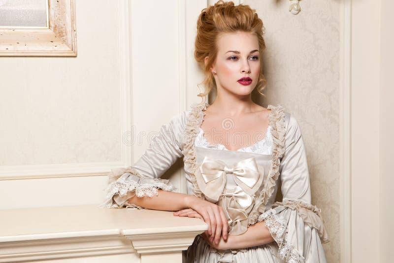 A à l'intérieur tiré dans le style de Marie Antoinette images libres de droits