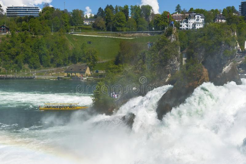 À la cascade de Rhein images stock