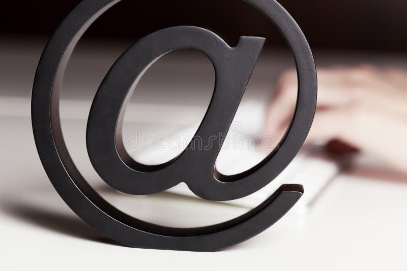 À la lettre avec le clavier. photo libre de droits