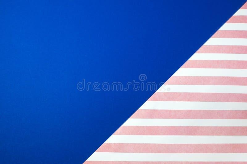 À la mode de papier coloré de fond de résumé divisé en couleur bleue et rose photo libre de droits