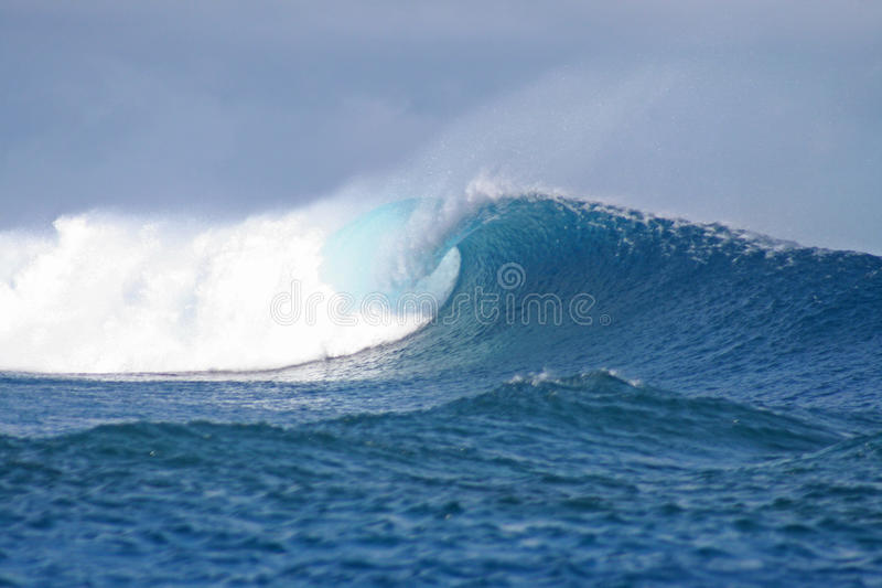 À la recherche de l'onde parfaite photos stock