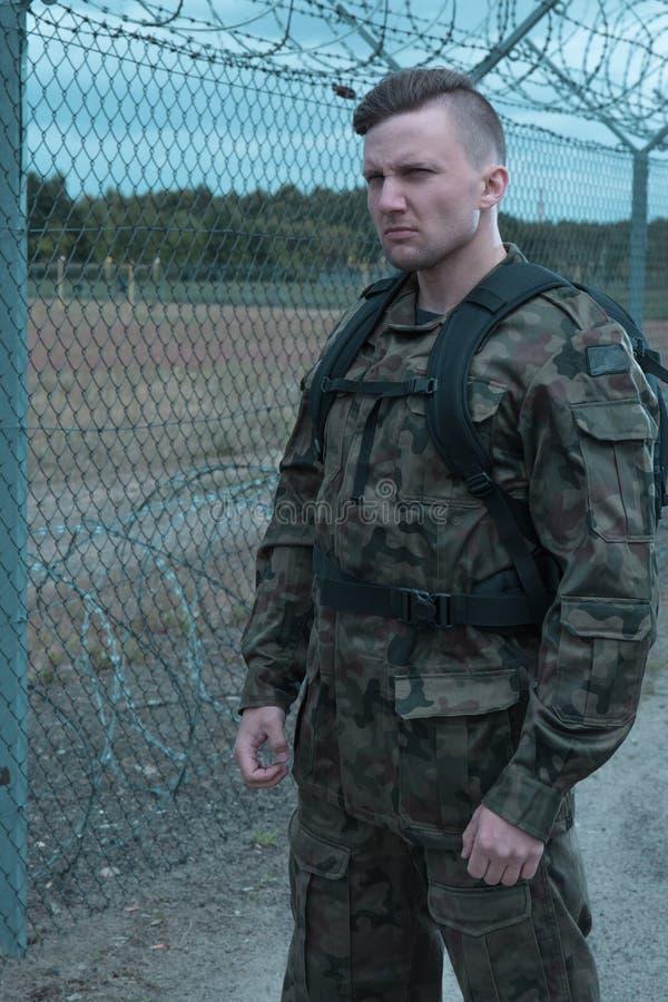 Download À La Surveillance Dans Le Secteur Militaire Hostile Image stock - Image du zone, surveillance: 77153329