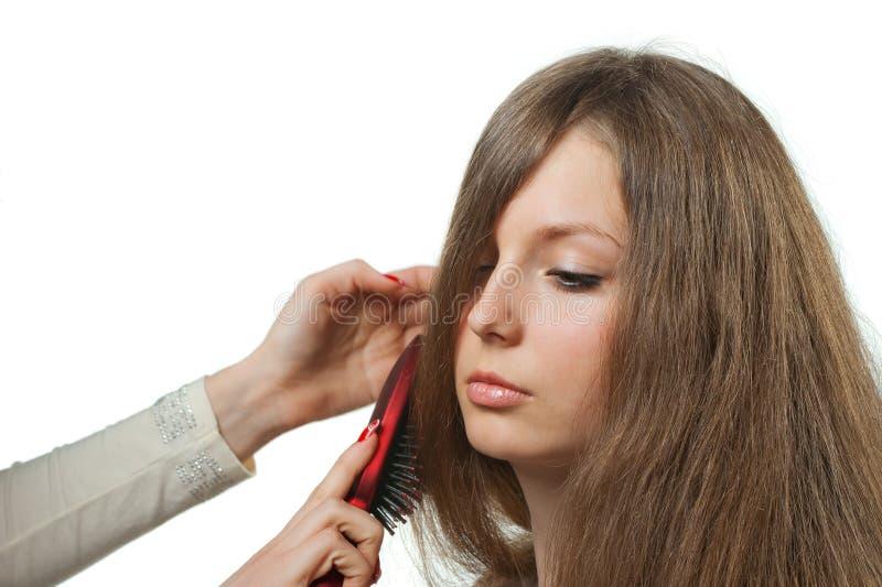 À menina com hairdress longos da pilha do cabelo fotografia de stock royalty free