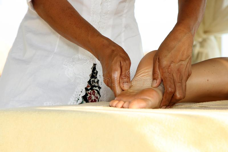 À menina faça massagens imagem de stock royalty free