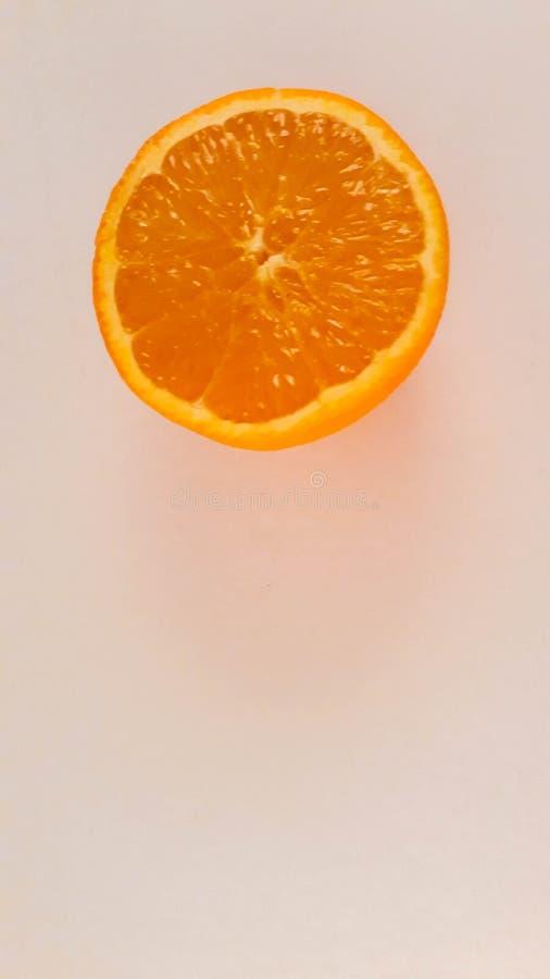 À moitié orange images libres de droits