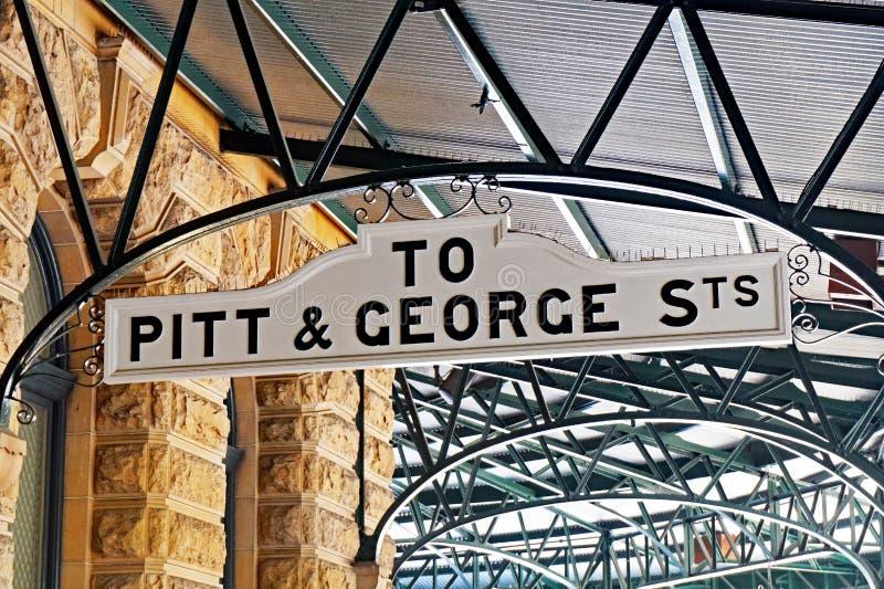 À Pitt et à George Streets Direction Sign, gare ferroviaire centrale, Sydney, Australie photos stock