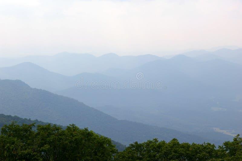 À travers les montagnes de Smokey photo libre de droits