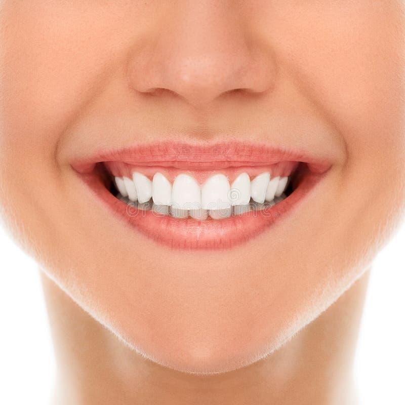 À un dentiste avec un sourire image stock