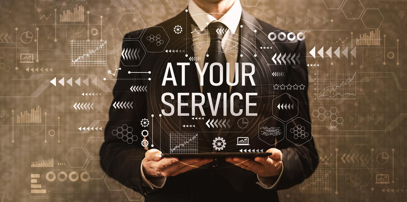 À votre service avec l'homme d'affaires tenant une tablette image stock