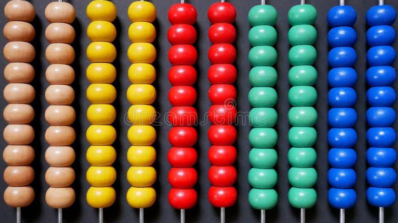 Ábaco colorido para a aprendizagem da matemática imagem de stock