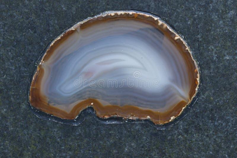 Ágata refinada na superfície da pedra foto de stock