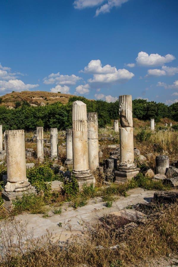 Ágora antiguo con las columnas de Dorian imágenes de archivo libres de regalías