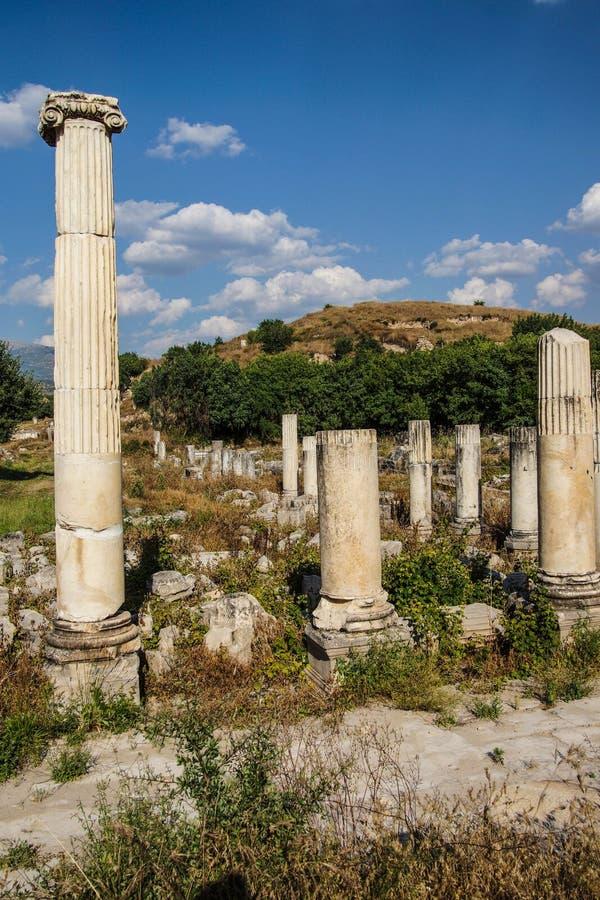 Ágora antiguo con las columnas de Dorian foto de archivo