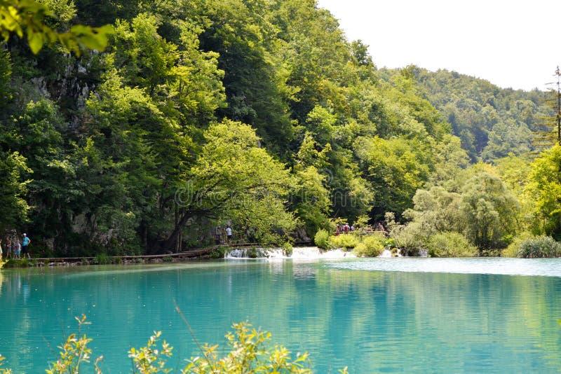 Água azul do lago no parque nacional, Croácia imagens de stock royalty free