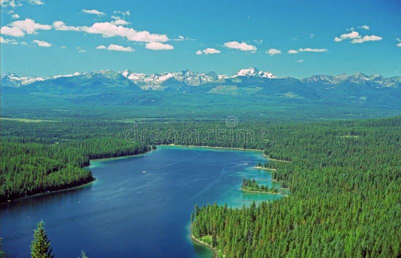 Água azul e céus fotografia de stock royalty free